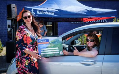 IVC ontvangt cheque Rabobank Coöperatief Fonds